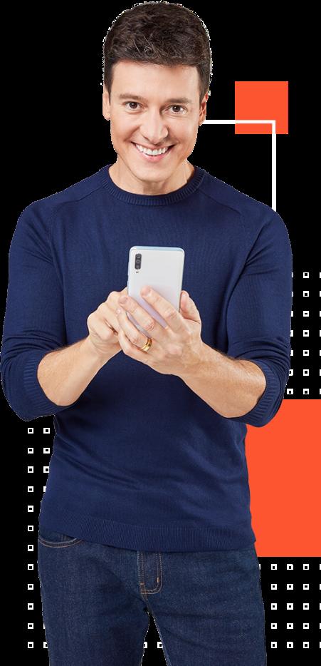 Rodrigo Faro usando celular